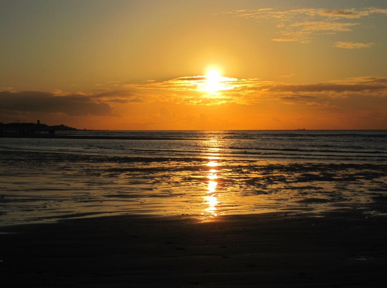 Sonnenuntergang an der Nordsee in Westfriesland