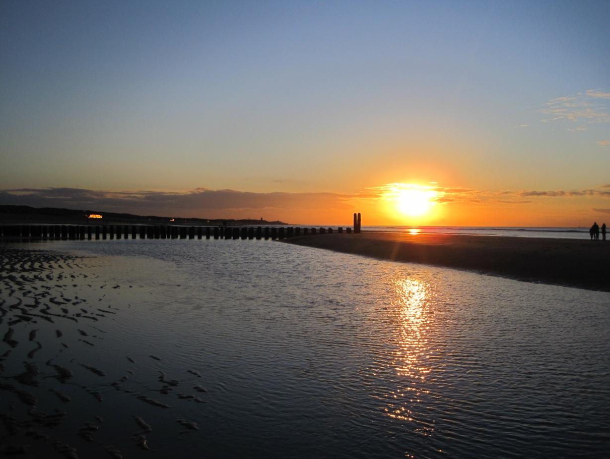 Traumhafter Sonnenuntergang an der Küste