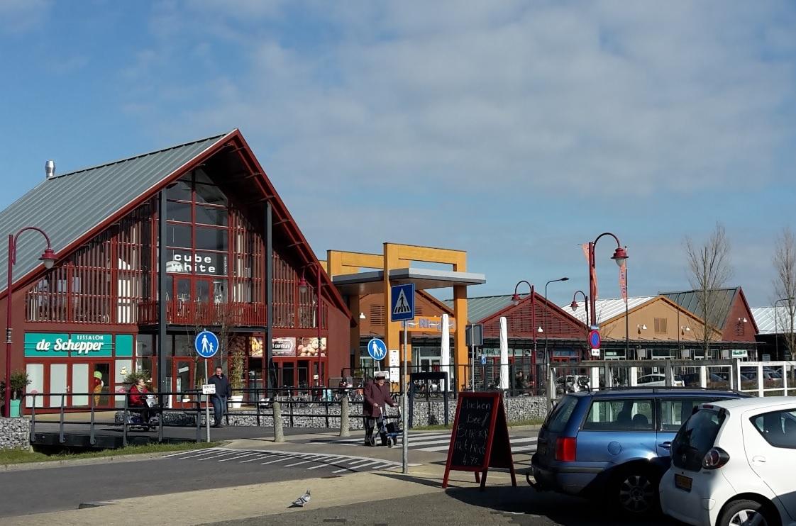 Einkaufszentrum Julianadorp mit Supermärkten